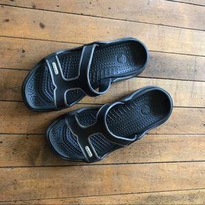 Crocs sandals/  flip flops  size 7